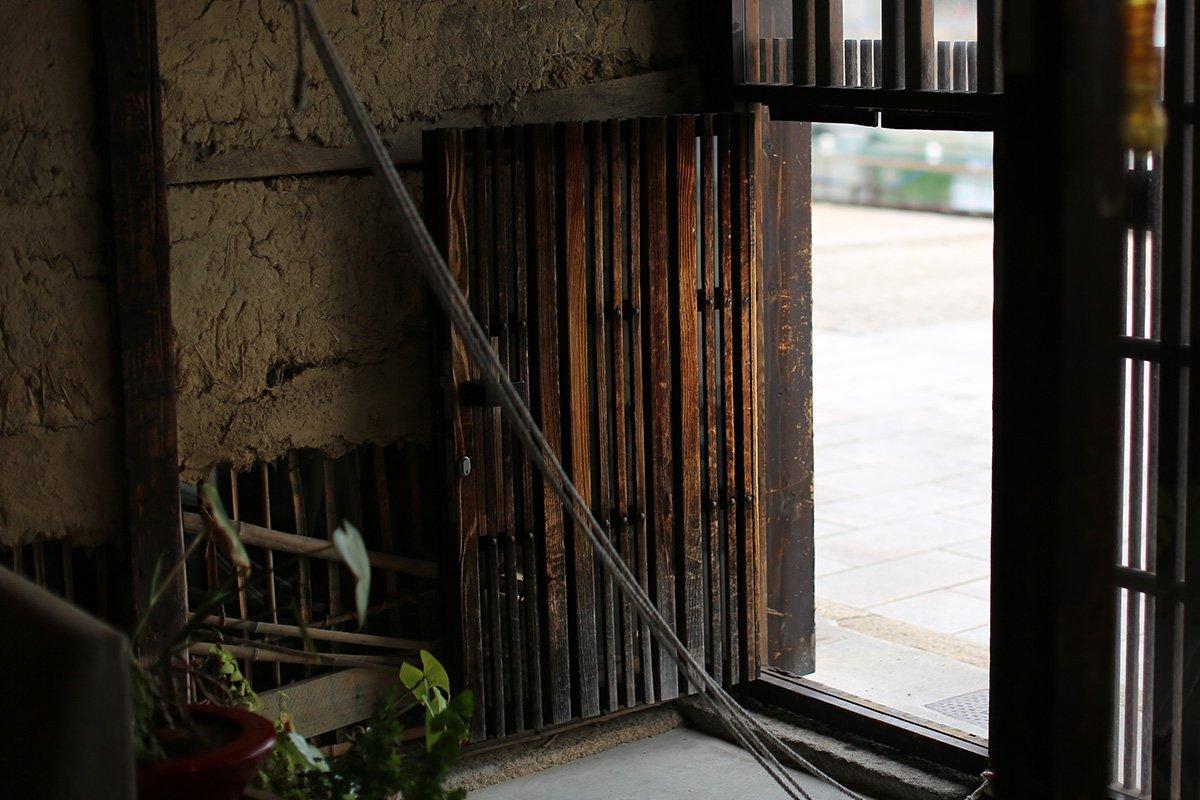 「鞆の浦 a cafe」と「常夜燈ポスト」